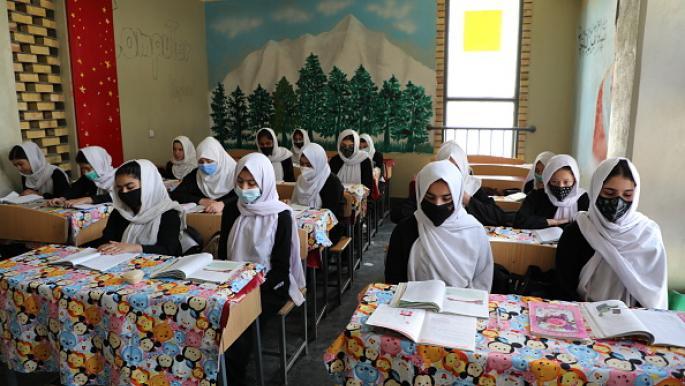 طالبان تجهز إطاراً تنظيمياً يتيح للفتيات العودة إلى المدارس الثانوية