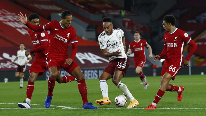 ليفربول يهزم أرسنال بثلاثية في قمة الدوري الإنكليزي