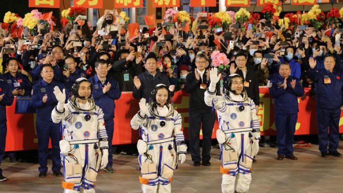الصين تطلق ثلاثة رواد لمحطتها الفضائية في مهمة تستمر 6 أشهر