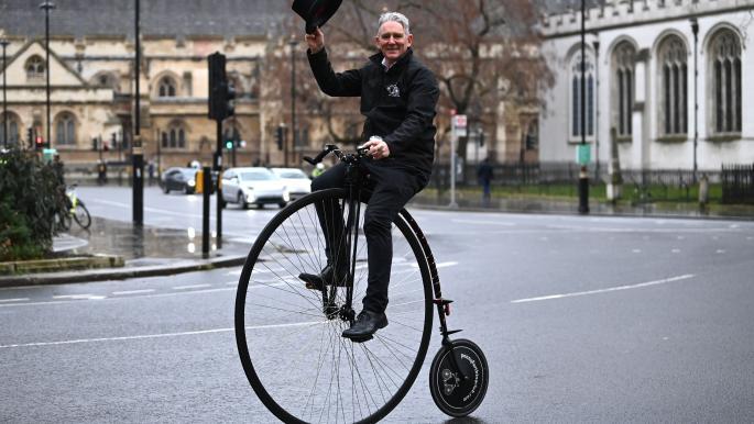 """""""بيني فارذينغ""""... دراجات العصر الفيكتوري تعود إلى بريطانيا"""