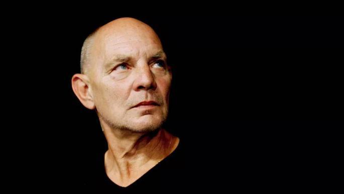 وفاة الكاتب المسرحي السويدي البارز لارس نورين