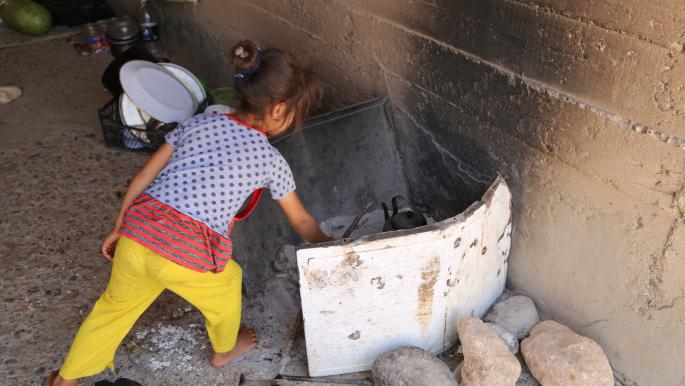 فتاة تركمانية هربت مع عائلتها من داعش (أمراه يورولماظ/ الأناضول)