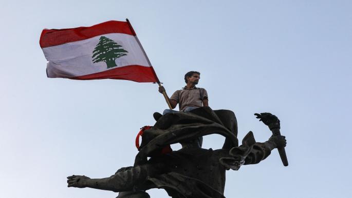 متظاهر لبناني خلال مظاهرة في بيروت (22/10/2019/فرانس برس)