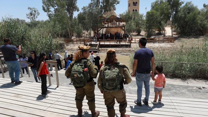 فلسطينيون عند موقع المغطس 2 (عصام الريماوي/ الأناضول)