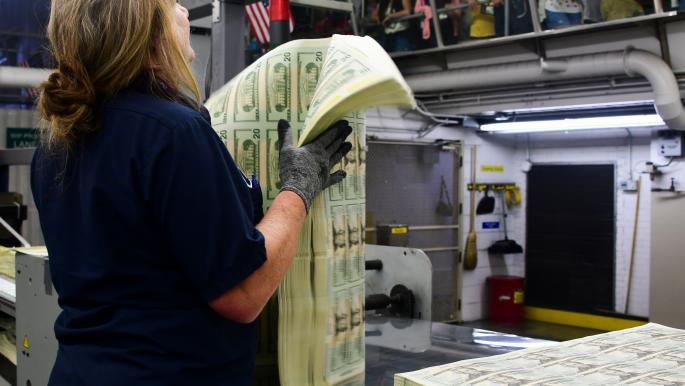 3 عوامل تدعم رهان المستثمرين على استمرار قوة الدولار