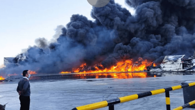 إيران: خسائر بـ100 مليون دولار بحريق ضخم يدمر مصنعاً للمواد الغذائية
