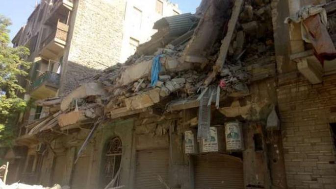 مصر: معاينة المباني المجاورة لعقار باب الشعرية المنهار