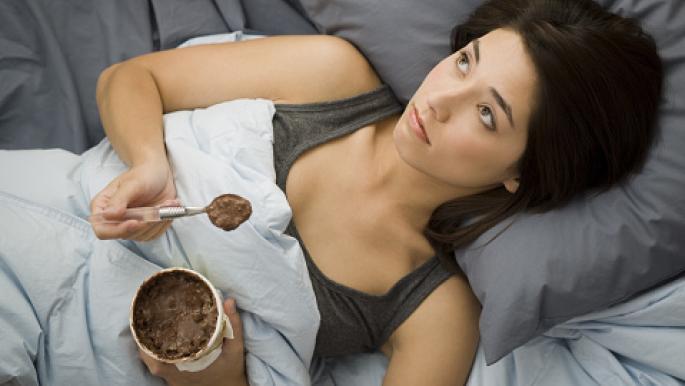 ماذا يحصل لجسدك عند تناول السكر قبل النوم؟