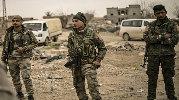 """""""قسد"""" تعتقل 8 شبان في الرقة شرقي سورية"""
