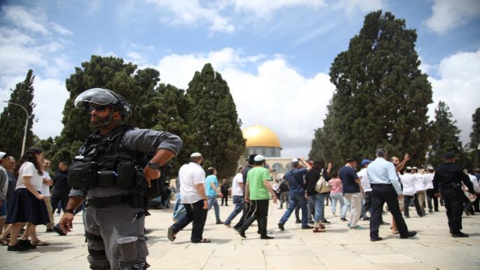 الاحتلال يهدم مسجداً قيد الإنشاء ومنشآت أخرى وينفذ اعتقالات في الضفة