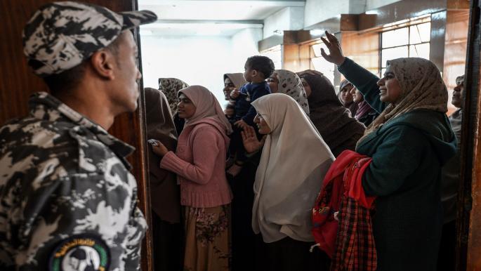 """مصر: """"كورونا"""" يهدد حياة سجينة.. ومطالبة حقوقية بإنقاذها"""