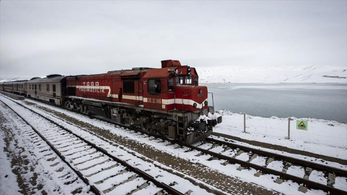 تركيا تستهدف نقل مليون طن بضائع عبر السكك الحديدية مع إيران