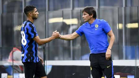 Antonio Conte (R), head coach of FC Internazionale, shakes...
